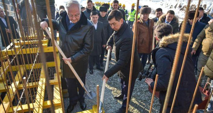 В Бишкеке началось строительство общеобразовательной школы по улице Молдокулова в одном из самых густонаселенных жилмассивов — Кок-Жаре
