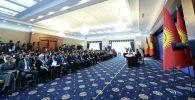Президент Сооронбай Жээнбеков журналисттерге берген маалымат жыйын учурунда