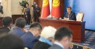 Президент Кыргызстана Сооронбай Жээнбеков провел ежегодную пресс-конференцию. На встрече с журналистами прозвучало много актуальных вопросов.