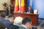 Sputnik Кыргызстан агенттигинин кабарчысы Эламан Карымшаков президент Сооронбай Жээнбековго билим берүүдөгү көйгөй тууралуу суроо берди.