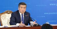 На пресс-конференции президента Кыргызстана Сооронбая Жээнбекова его спросили о предшественнике Алмазбеке Атамбаеве, который сейчас содержится в СИЗО ГКНБ.