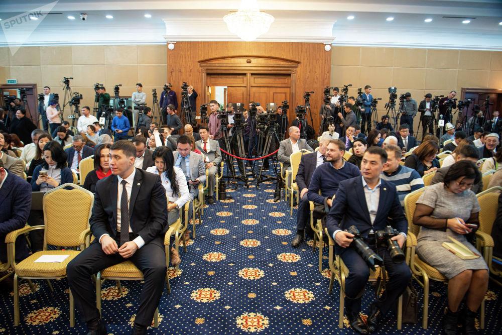 Мамлекет башчынын маалымат жыйынын чагылдыруу үчүн 188 журналист аккредитациядан өткөн. Анын ичинен 160 журналист (77 ЖМКнын өкүлү) жергиликтүү, 28и (15 ЖМКнын өкүлү) чет элдиктер.
