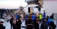 Сегодня утром в Алматы разбился самолет, на борту которого было 100 человек. После взлета судно потеряло высоту и упало на дом.
