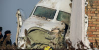 Аварийный и охранный персонал на месте крушения пассажирского самолета авиакомпании Бек Эйр, следовавший рейсом Алматы — Нур-Султан под Алматы. Казахстан, 27 декабря 2019 года