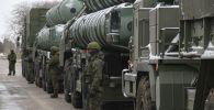 Дивизион зенитной ракетной системы (ЗРС) С-400 Триумф. Архивное фото