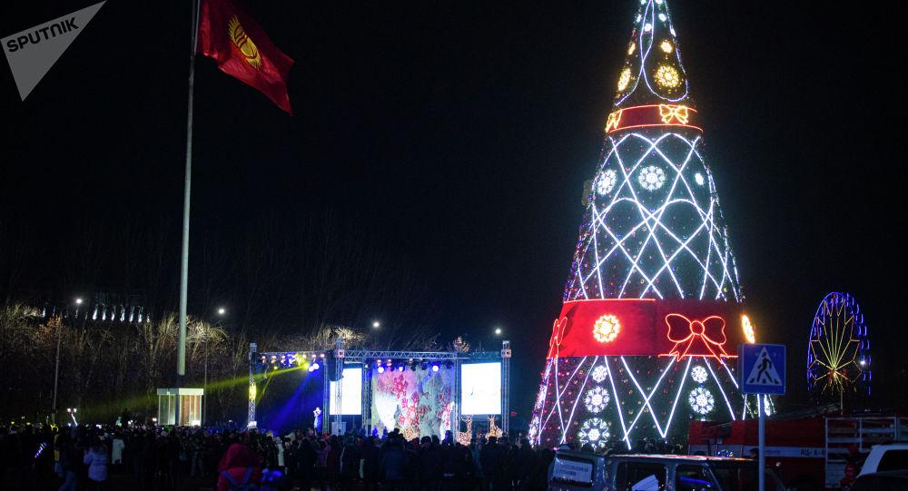 Бишкекте жаңы жылдык балаты. Архив