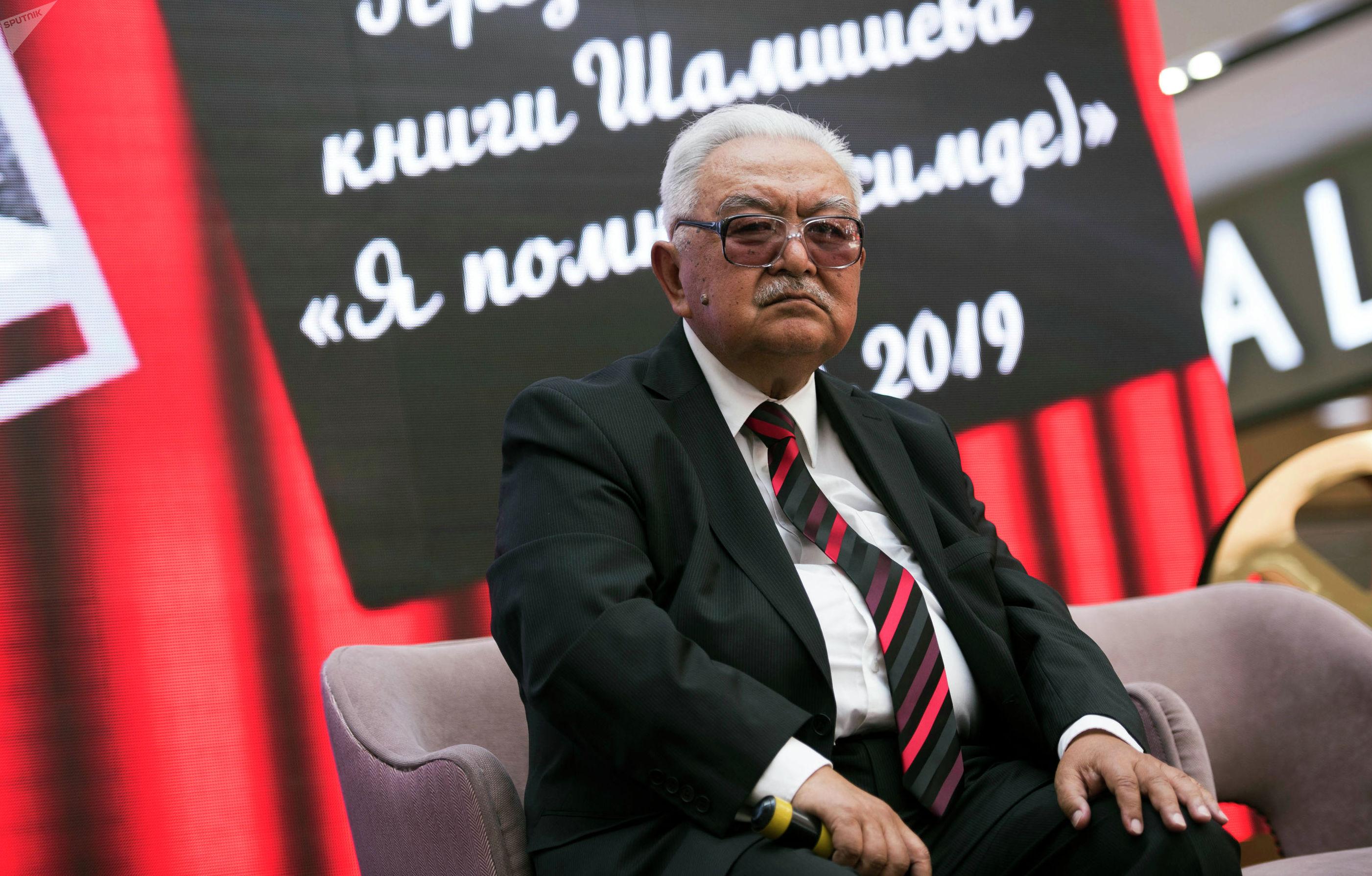 В Бишкеке состоялась презентация книги Эсимде — Я помню известного кинорежиссера народного артиста СССР Болота Шамшиева.