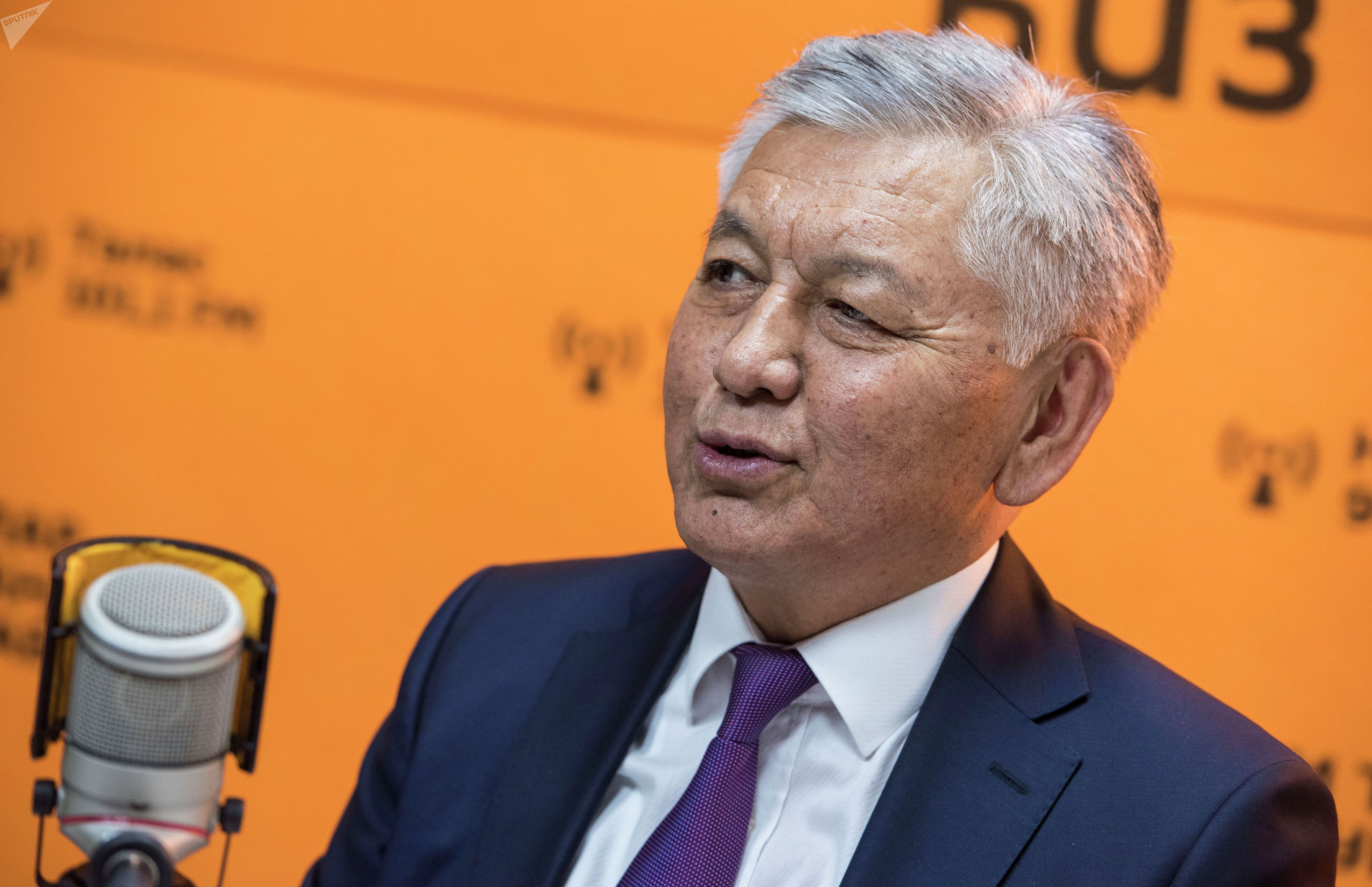 Лидер фракции СДПК Иса Омуркулов на радиостудии Sputnik Кыргызстан