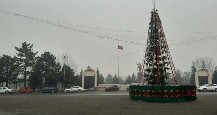 Новогодняя елка в районом центре Базар-Коргона