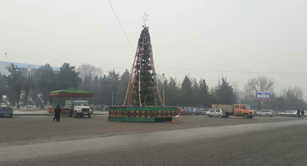 Новогодняя елка в районном центре Базар-Коргона. Архивное фото