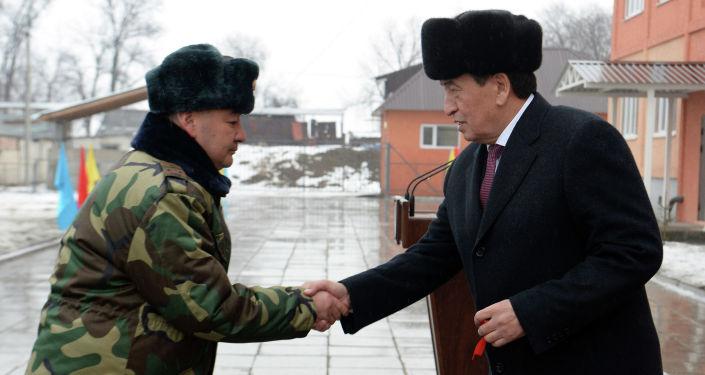 Сотрудники Государственной службы исполнения наказаний при Правительстве Кыргызской Республики (ГСИН) получили ключи от квартир. Их с новосельем поздравил Президент Кыргызской Республики Сооронбай Жээнбеков.