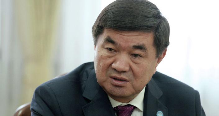 Премьер-министр Мухаммедкалый Абылгазиев на встрече с президентом КР Сооронбаем Жээнбековым