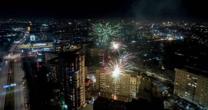 Новогодний салют в Бишкеке снятый с дрона