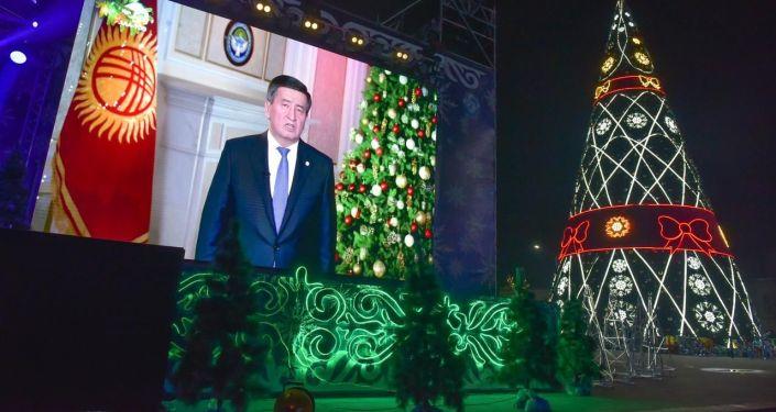 Новогоднее обращение президента КР Сооронбая Жээнбекова на 31 декабря на площади Ала-Тоо в Бишкеке