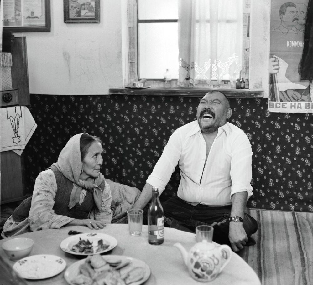 Ак кеме тасмасындагы Сабира Күмүшалиева менен Орозбек Кутманалиев