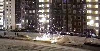 В Омске (Россия) мужчина пострадал при запуске петарды — она взорвалась в его руках. Видео опубликовано на YouTube-канале Город 55 Омск.
