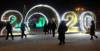 Новогоднее оформление города. Архивное фото