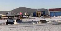 Около 30 авто рыбаков провалились под лед. Иллюстративное фото
