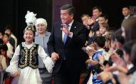 Президент Кыргызской Республики Сооронбай Жээнбеков на праздничном мероприятии. Архивное фото