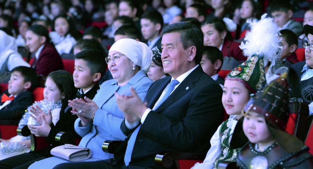 Кыргыз Республикасынын Президенти Сооронбай Жээнбеков жана Биринчи айым Айгүл Токоева. Архив