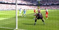 Английская премьер-лига собрала видео, в котором представила лучшие мячи, забитые в ворота голкиперов британских футбольных клубов.