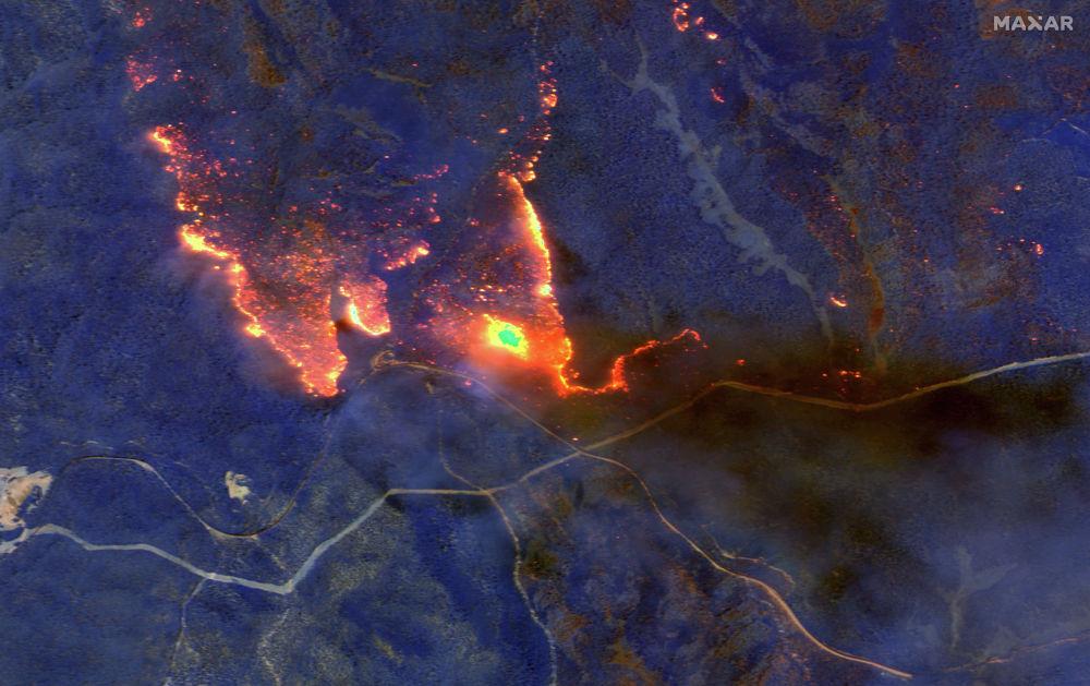 Вид на пожары, горящие к востоку от Оброста, Виктория. Австралия.
