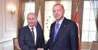 Архивное фото президента РФ Владимира Путина и президента Турции Реджепа Тайипа Эрдогана (справа) во время встречи