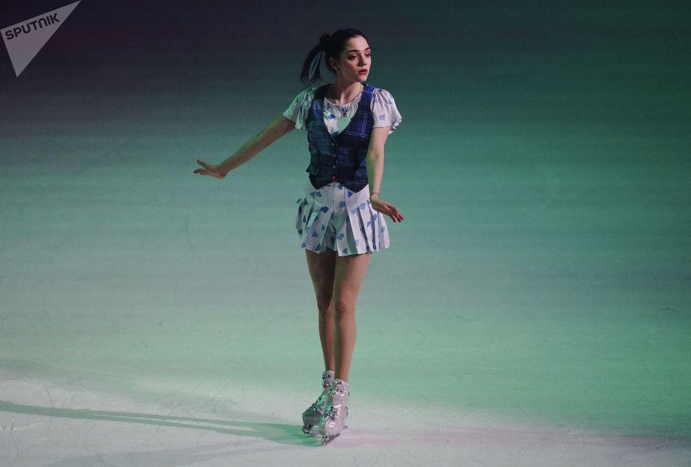 Фигуристка Евгения Медведева в роли Дороти выступает в шоу Ильи Авербуха Волшебник страны ОЗ в спортивном комплексе ЦСКА Арена в Москве.