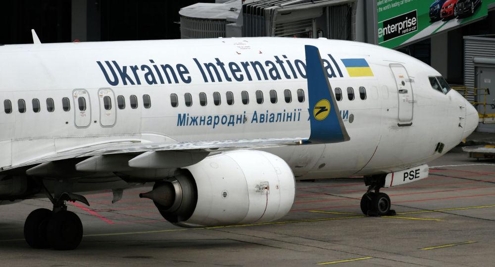 Самолет Boeing 737-800, принадлежащий международной авиакомпании Украина вылетает с аэропорта Дюссельдорфа на западе Германии. 24 сентября 2019 года