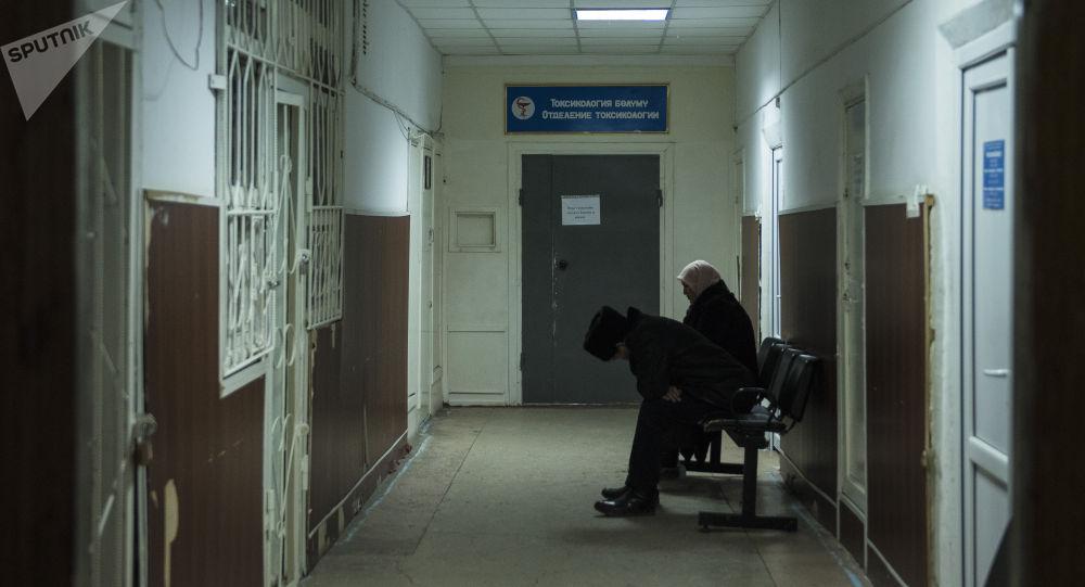 Родственники пациента Бишкекского научно-исследовательского центра травматологии и ортопедии