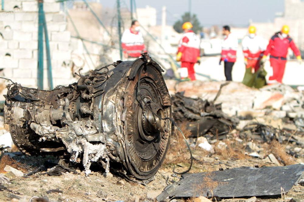 По предварительным данным, лайнер загорелся еще до столкновения с землей