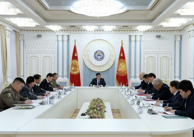 Президент Сооронбай Жээнбеков бүгүн, 13-январда, чек арадагы абал боюнча кеңешме өткөрдү