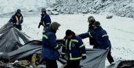 Поминальная молитва по двум пропавшим без вести сотрудникам компании по добыче золота во время оползня в золоторудном месторождении Кумтор. 10 января 2020 года