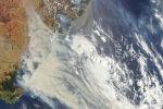 Густое дымовое покрытие юго-восточной Австралии вдоль границы Виктории и Нового Южного Уэльса.