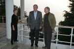 Архивное фото экс-президента США Джорджа Буша с супругой Лорой и президента России Владимира Путина