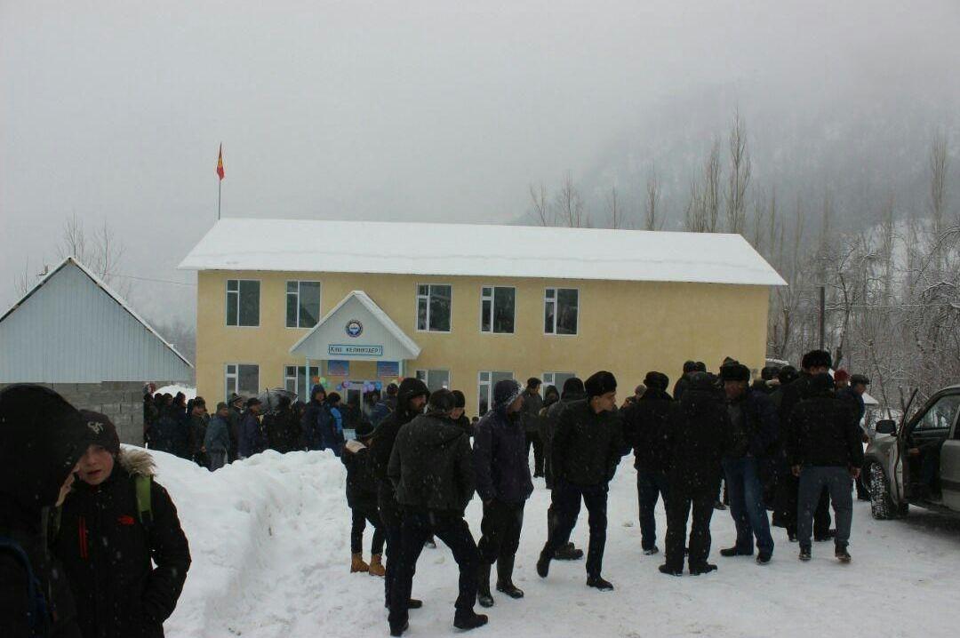 Частный предприниматель построил двухэтажную школу в селе Арстанбап Базар-Коргонского района