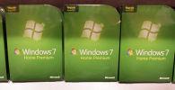Программное обеспечение Microsoft Windows 7.0 на полке, в торговом зале магазина Best Buy в Майами, штат Флорида. 20 октября 2009 года