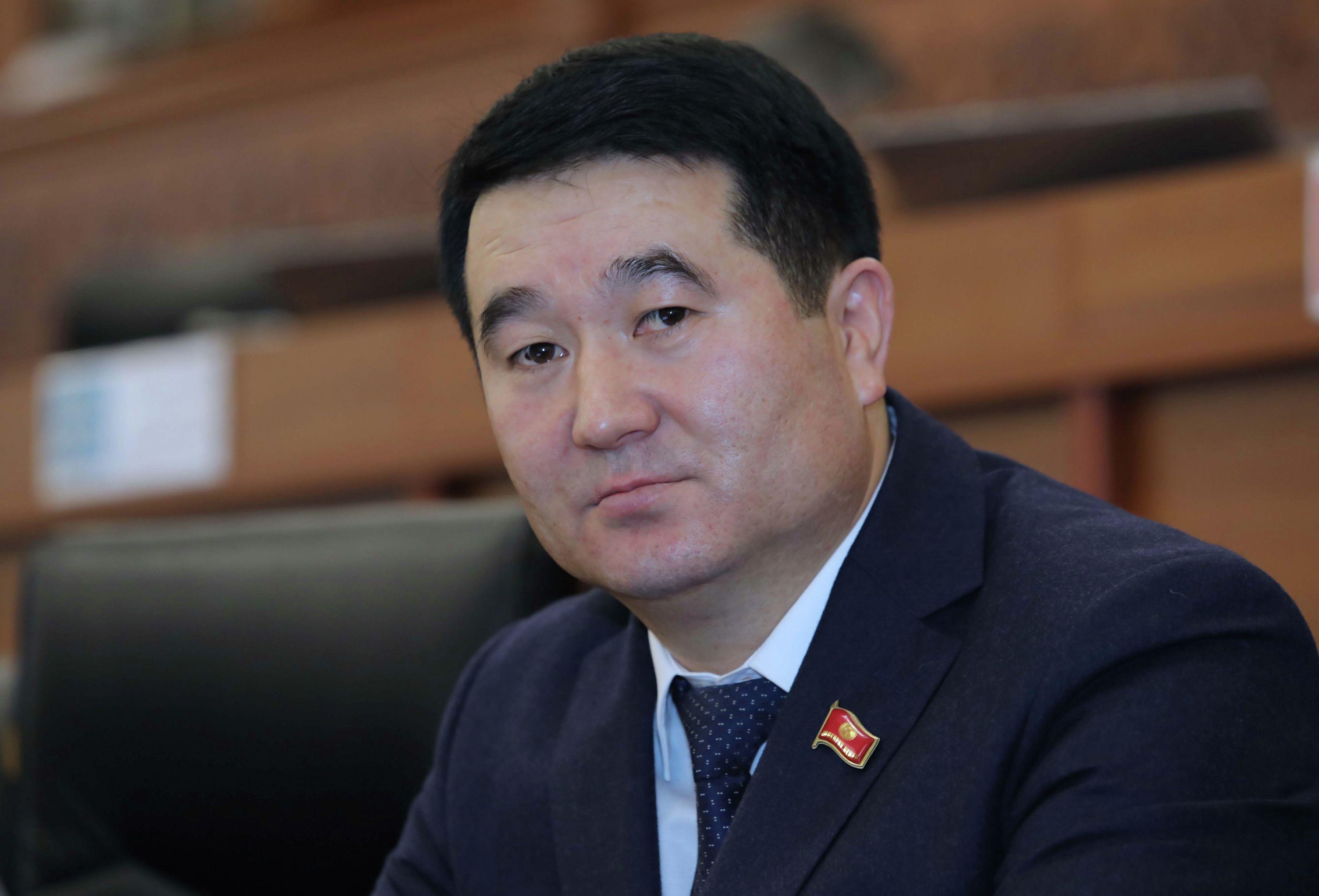Депутат ЖК Нурбек Сыдыгалиев на заседании Жорогку Кенеша