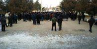 Баткен шаарында жергиликтүү тургундар митингге чыгышты