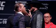 Бывший чемпион UFC в двух весовых категориях ирландец Конор Макгрегор провел первую дуэль взглядов перед боем с американцем Дональдом Серроне.