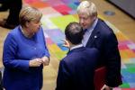 Премьер-министр Великобритании Борис Джонсон с канцлером Германии Ангелой Меркель и президентом Франции Эммануэлем Макроном во время встречи. Архивное фото