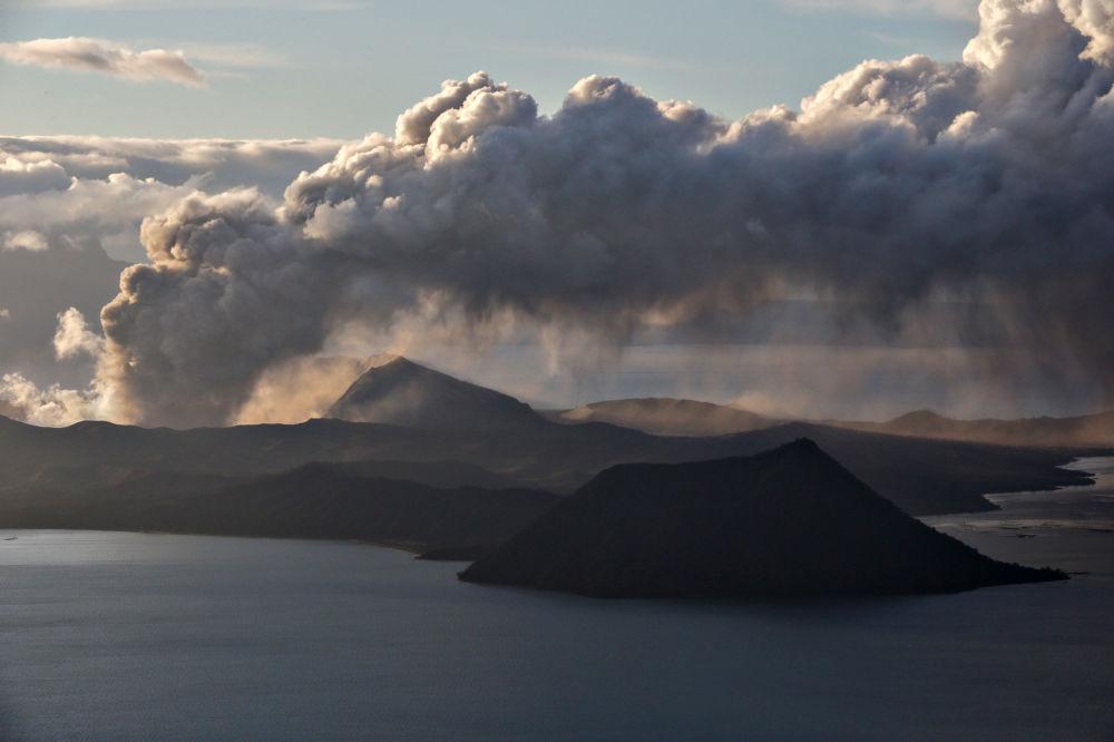 Вулкан Тааль проснулся 12 января