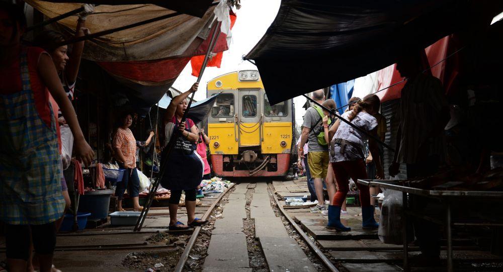 Бангкоктон бир саат аралыкта жайгашкан Меклонг базары. Архив