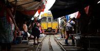Продовольственнык рынок в Меклонге, Таиланд. Архивное фото