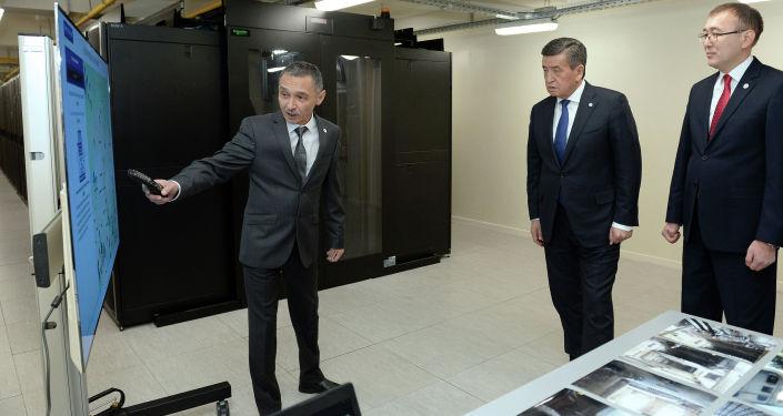 Президент Кыргызской Республики Сооронбай Жээнбеков посетил Национальный банк Кыргызской Республики (НБКР).