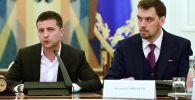 Президент Украины Владимир Зеленский и премьер-министр Алексей Гончарук. Архивное фото