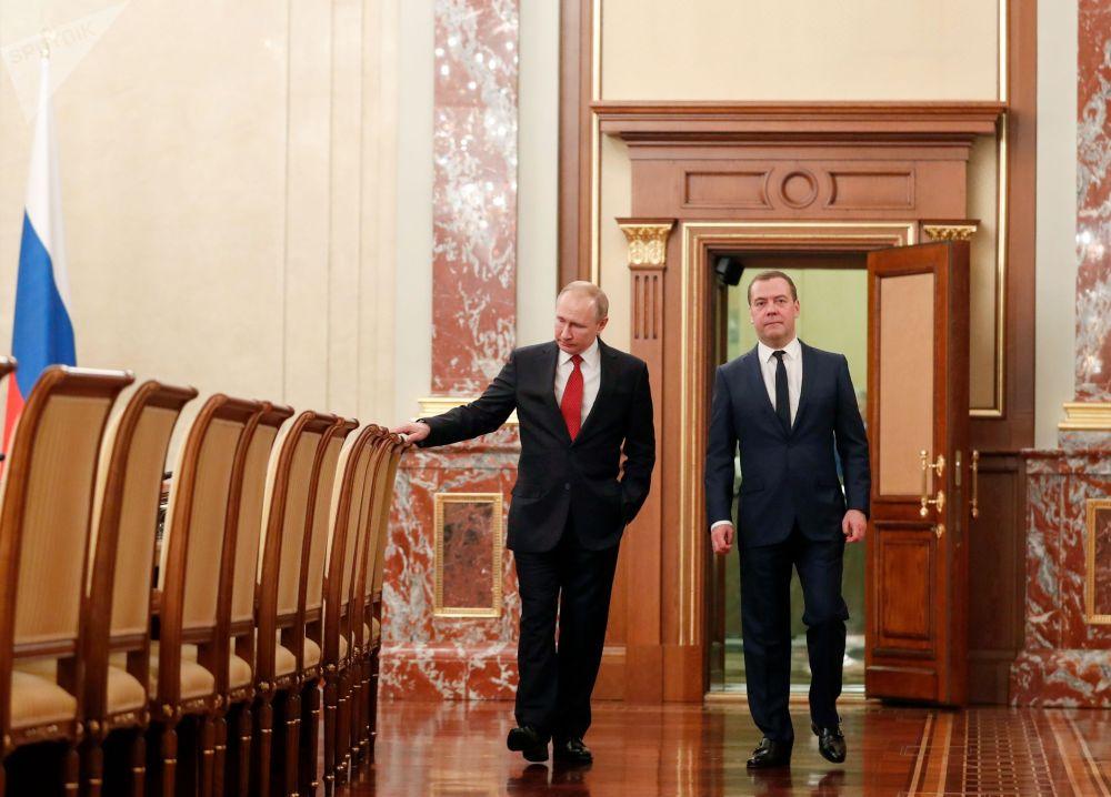 Президент РФ Владимир Путин и председатель правительства РФ Дмитрий Медведев перед встречей с членами правительства РФ. Правительство РФ подало в отставку. 15 января 2020
