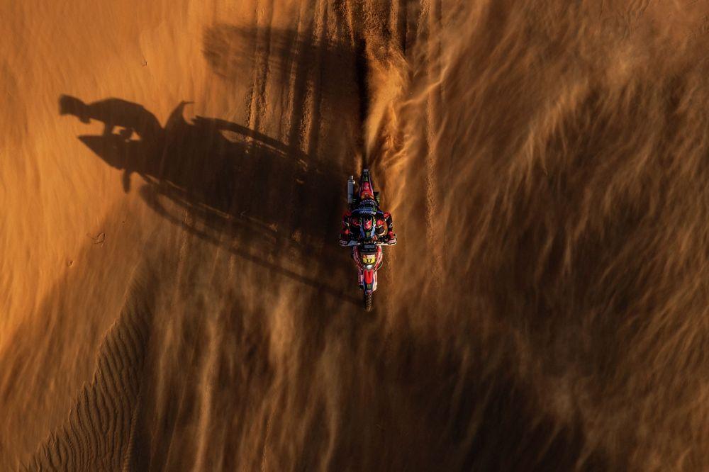 Чилийский пилот Хосе Игнасио Корнехо Флорино во время 11-го этапа ралли Дакар в Саудовской Аравии