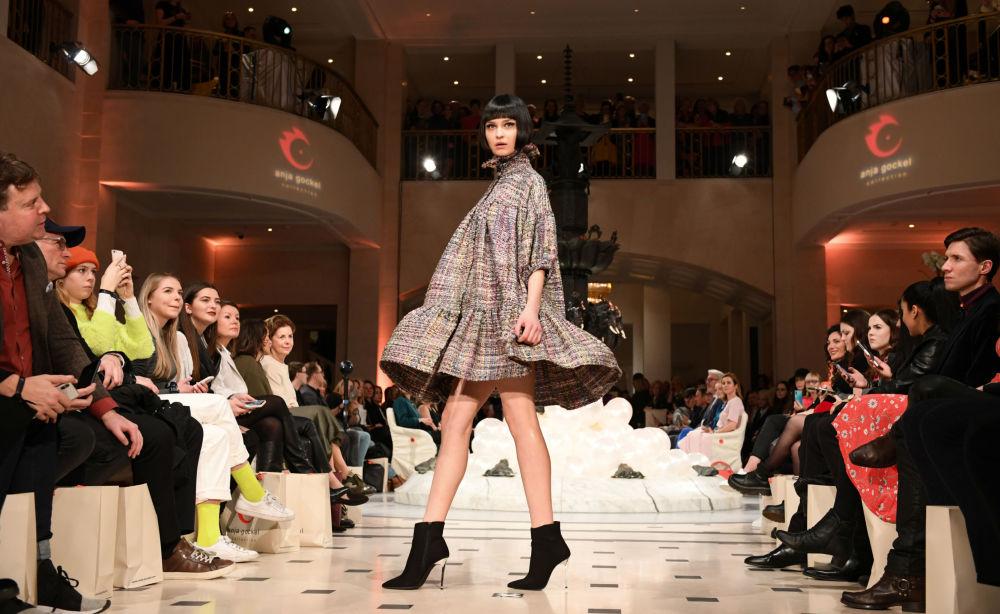 Просторная одежда от Anja Gockel