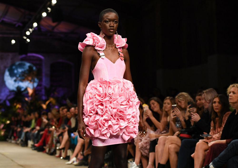 Цветочный наряд от Marina Hoermanseder
